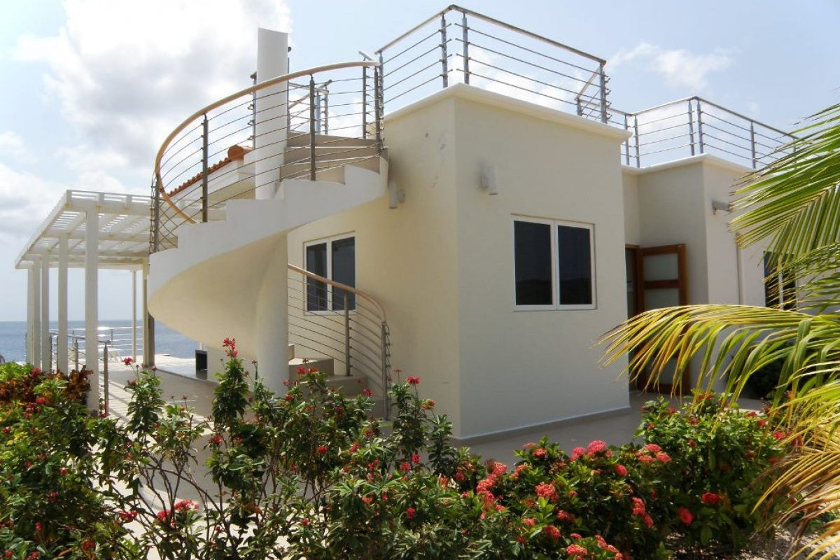 Jeremi luxe villa with access to the sea new winds realty curaçao